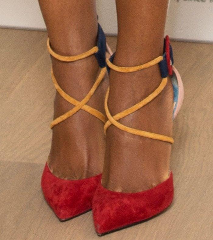 Naomie Harris' toe cleavage in Christian Louboutin Suzanna pumps