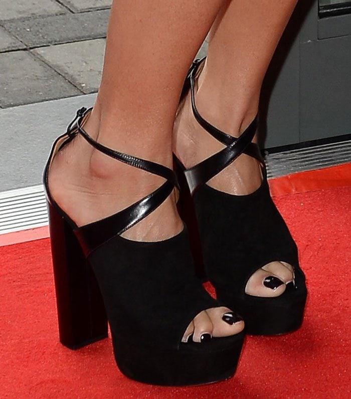 Nicole-Scherzinger-Aquazzura-Kaya-Plateau-Sandals