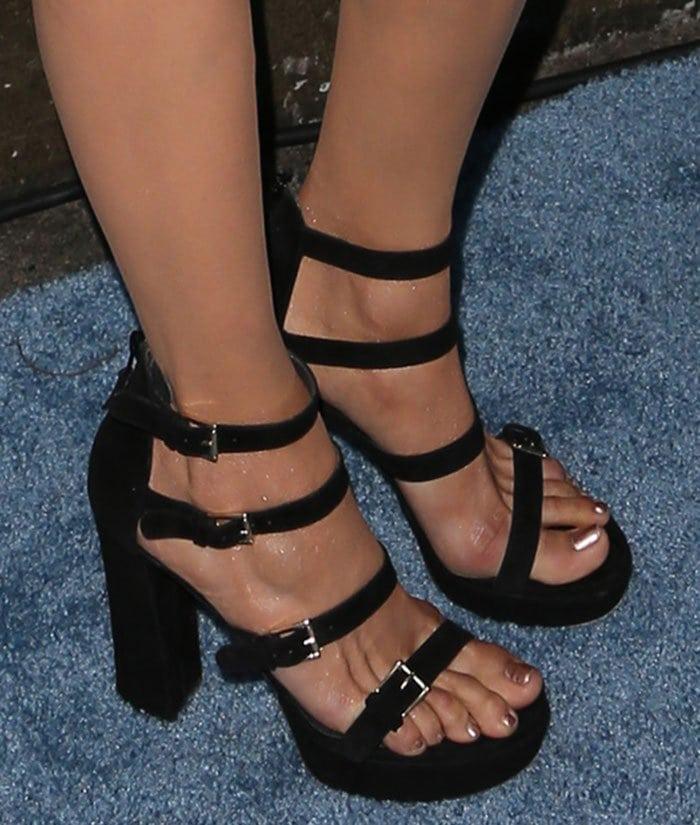 Nina-Dobrev-Stuart-Weitzman-Fourbucks-Suede-Platform-Sandals