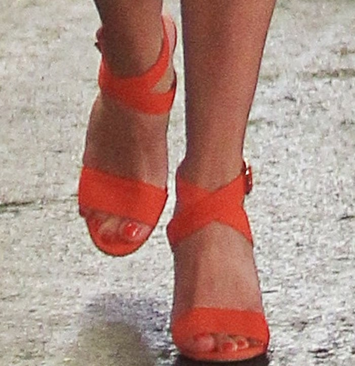 Reese Witherspoon Beverly Hills Manolo Blahnik 2