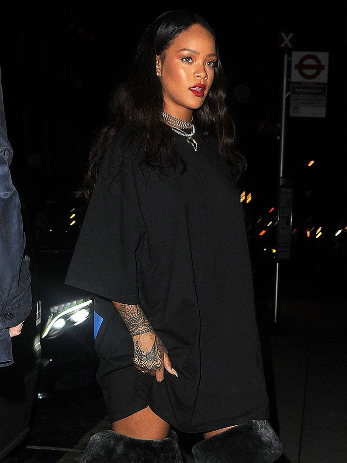 Rihanna black fur velvet boots 4