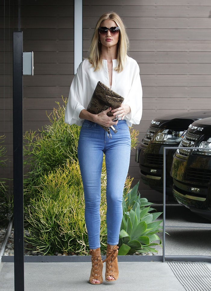 Rosie-Huntington-Whiteley-Beverly-Hills-Office-Building