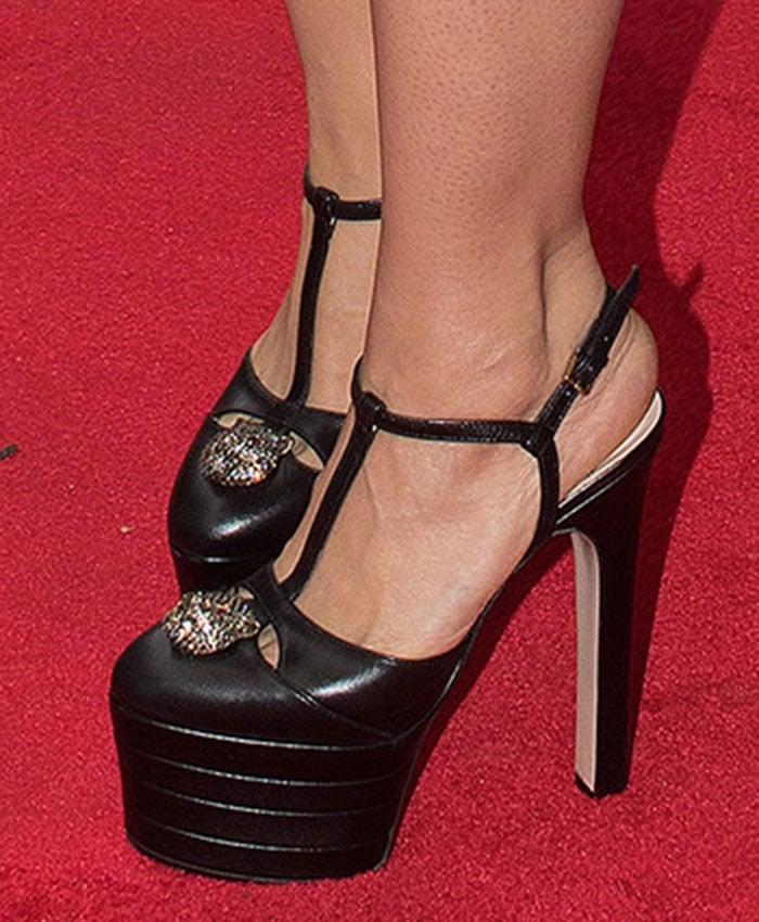Salma Hayek's sexy feet in Gucci platform pumps