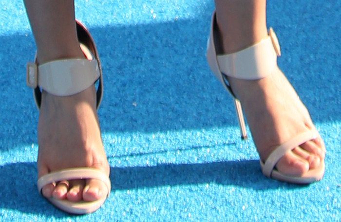 Sarah Hyland Finding Dory premiere shoes