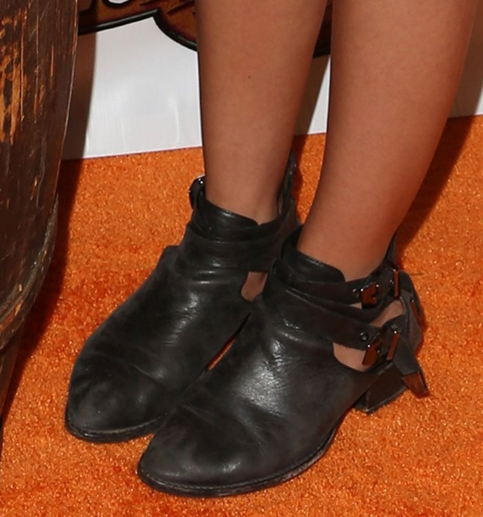 Sarah-Hyland-double-ankle-straps-leather-boots