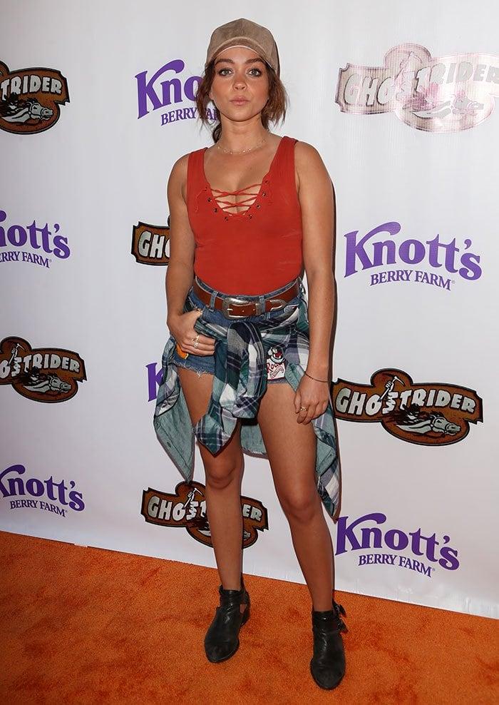 Sarah-Hyland-legs-cleavage-GhostRider-Knott's-Berry-Farm