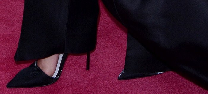 Selma Blair shows off her size 7 (US) feet in black pumps