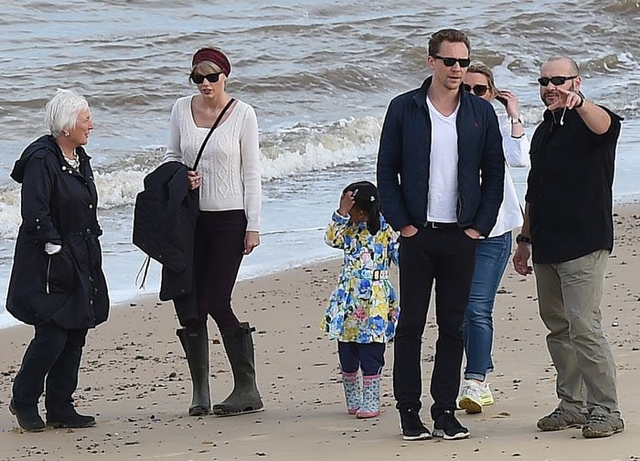 Taylor Swift spent the afternoon in England with Tom's mother Diana Patricia Hiddleston as well as some of his friends
