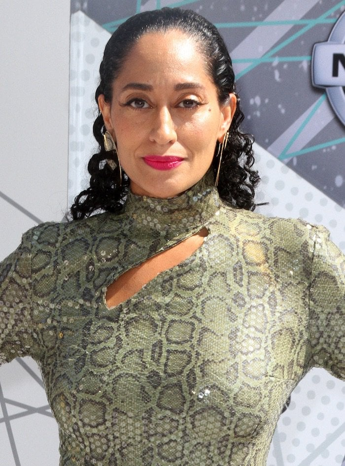 Tracee Ellis Ross not only impressed on stage, but on the red carpet as well
