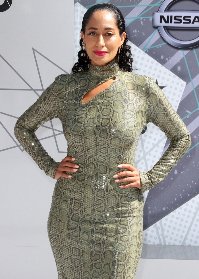 Tracee Ellis Ross looked smoking hot in her fitted Thierry Mugler dress