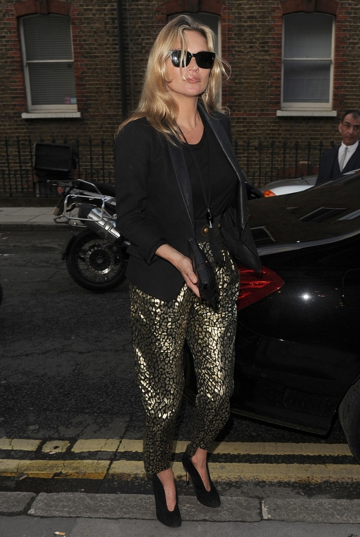 Kate Moss arrives at a exhibition in Mayfair