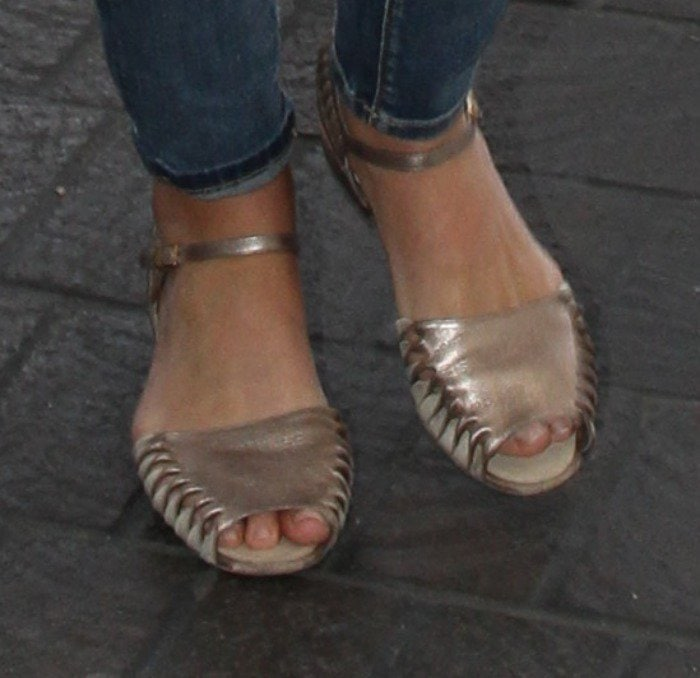 Lana Del Rey's toes in rose gold flats
