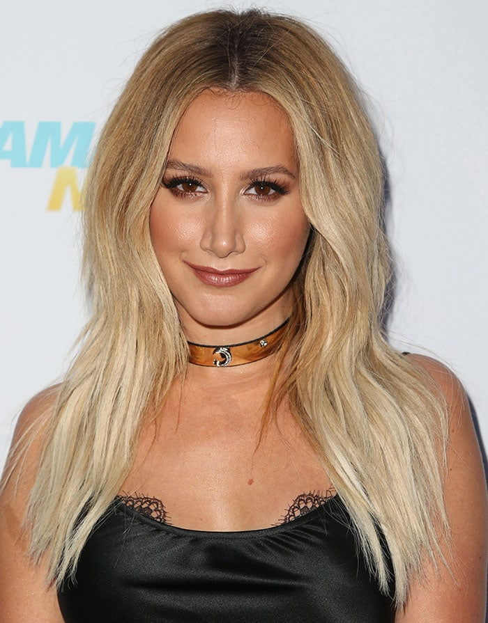 Ashley-Tisdale-choker-hair-makeup