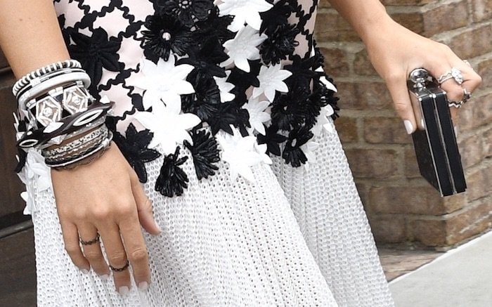 Blake Lively Tonight Show accessories