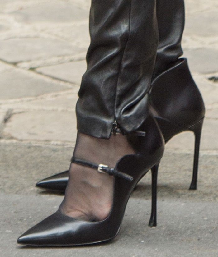Black patent stiletto shoe job 01 - 1 part 2