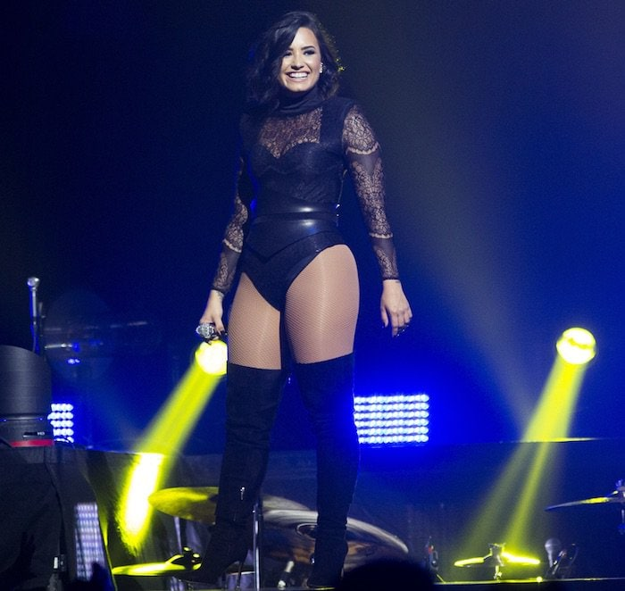 Demi Lovato flaunted her sexy thighs