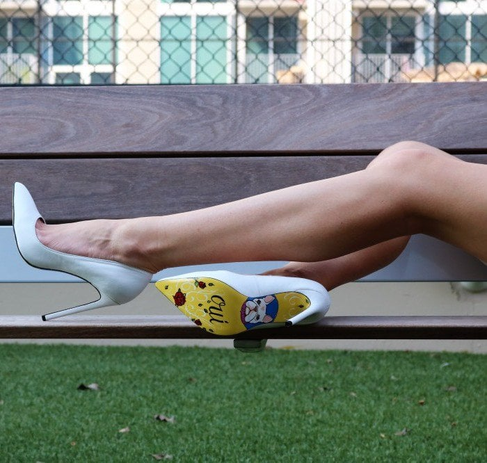 Frenchie - White Taylor Says Pumps