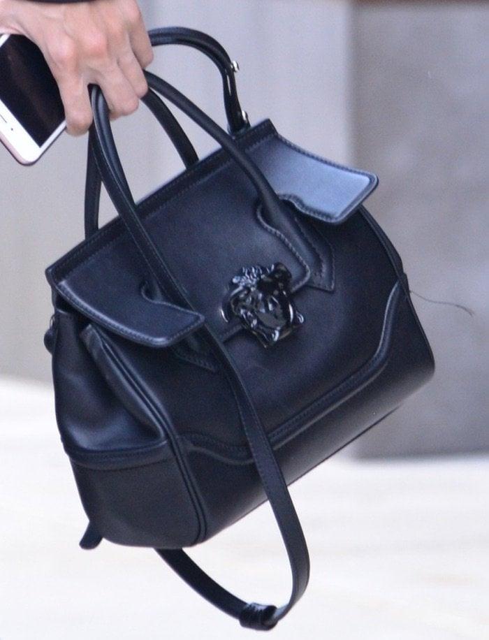 Gigi Hadid leaving apartment jul 6 bag