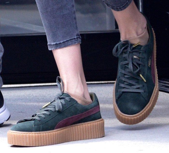 Gigi Hadid leaving apartment jul 6 shoes