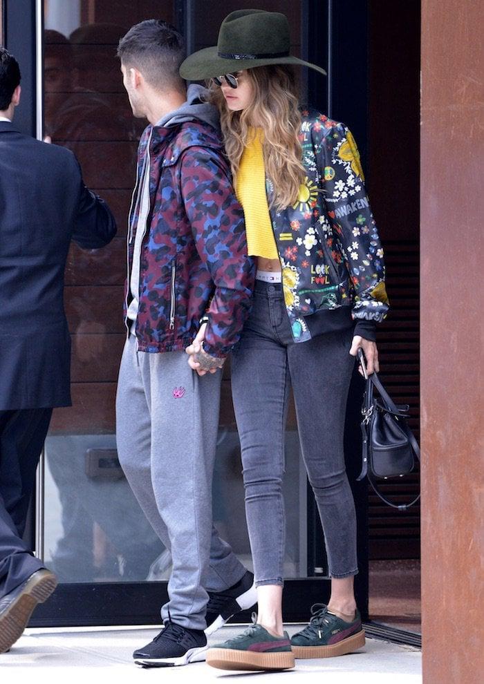 Gigi Hadid leaving apartment jul 6d