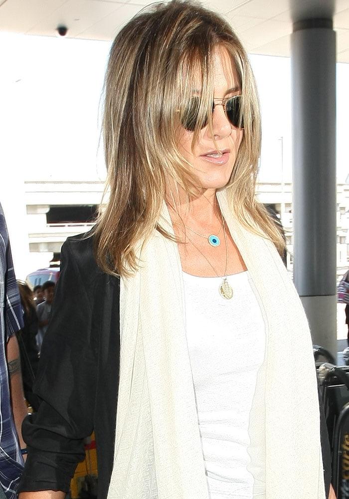 Jennifer Aniston LAX Burberry 1