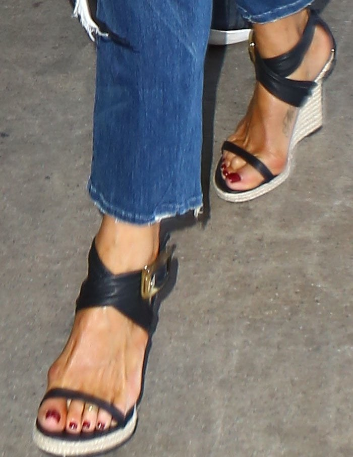 Jennifer Aniston LAX Burberry 2