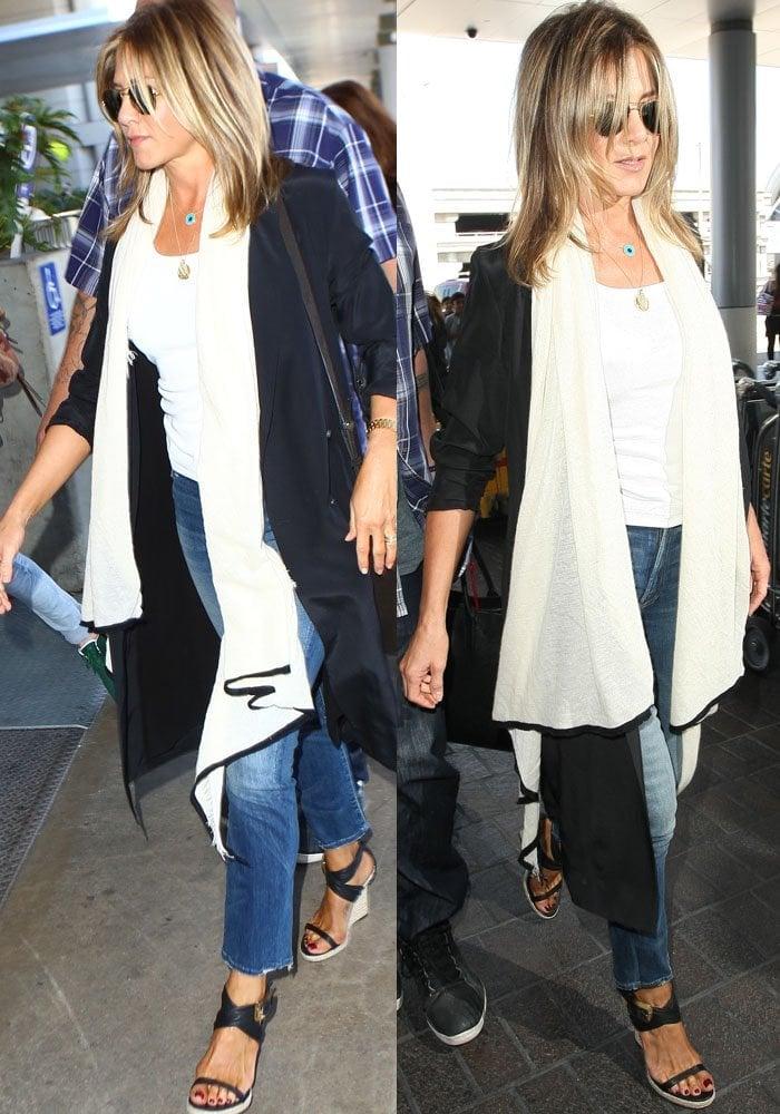 Jennifer Aniston LAX Burberry 3