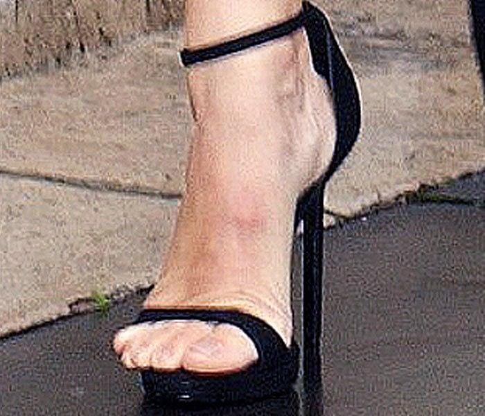 Jennifer Garner PFW Versace Black Sandals 2