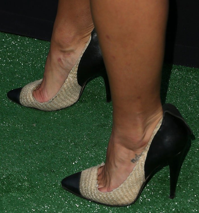 Jessica Szohr reveals toe cleavage in Isabel Marant pumps