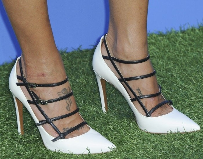 Jessica Szohr's foot tattoo designs and sexy toe cleavage