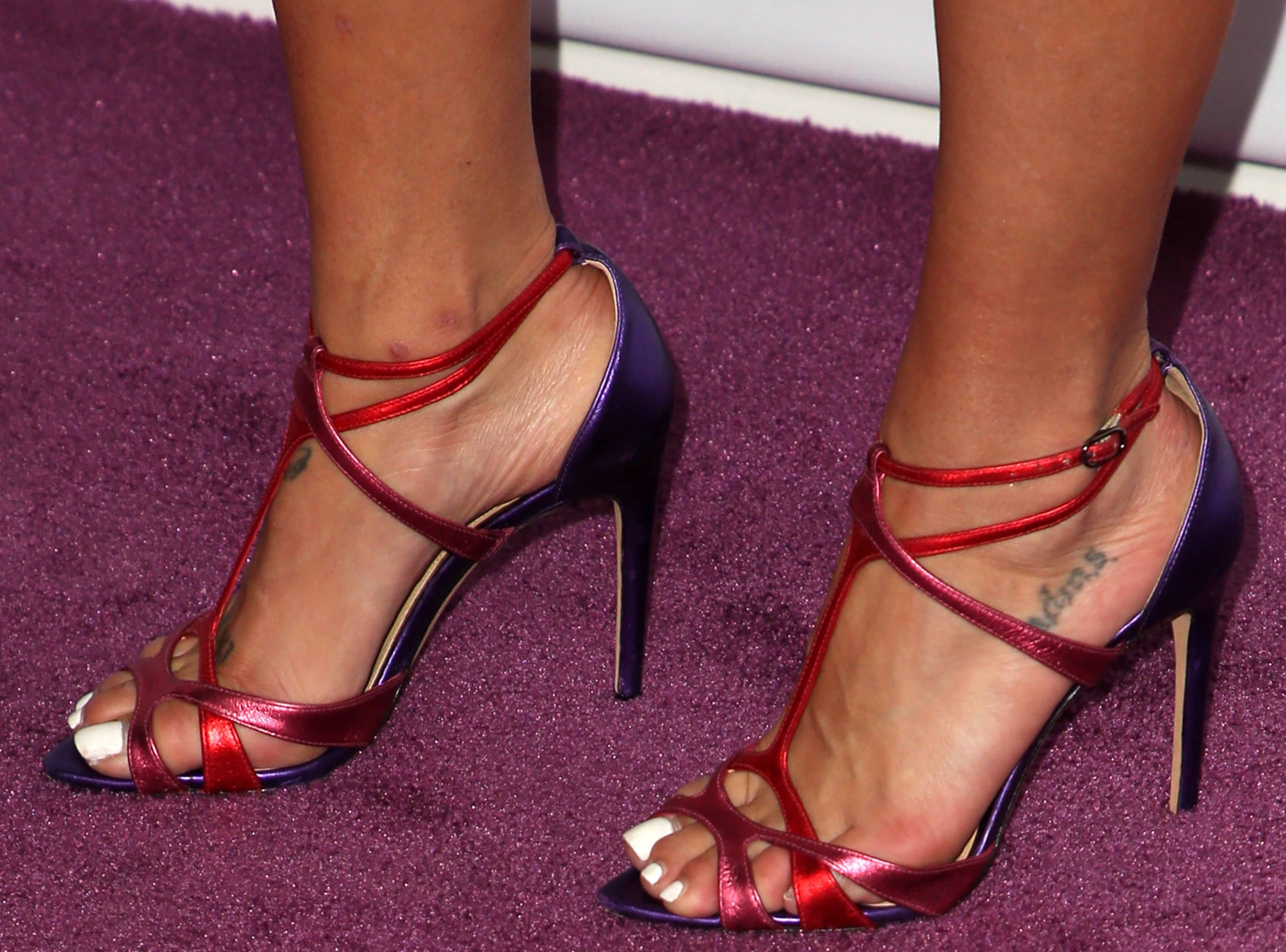 Jessica Szohr's naked feet with mysterious tattoos