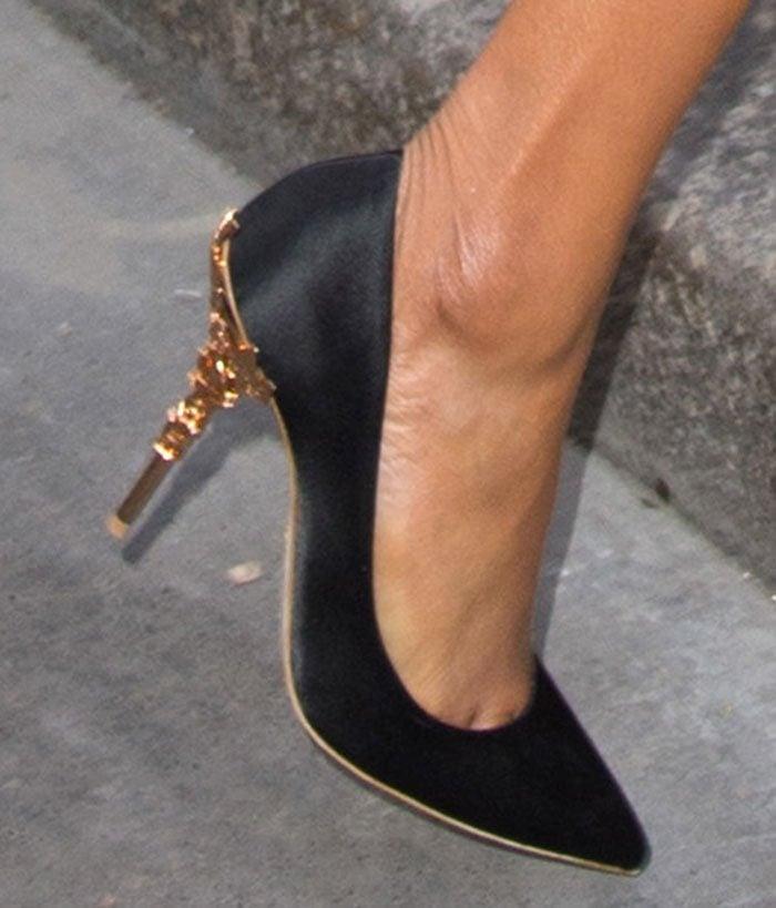 01925fc28a616 Jourdan Dunn shows off her feet in Ralph   Russo Eden pumps