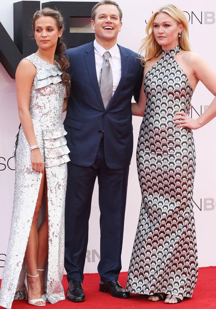 "Julia Stiles poses with her ""Jason Bourne"" co-stars Matt Damon and newcomer Alicia Vikander"