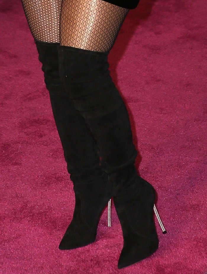 Lil' Kim in thigh-high suede boots