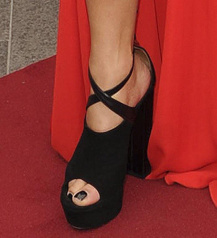 Nicole-Scherzinger-Aquazzura-Kaya-leather-suede-sandals