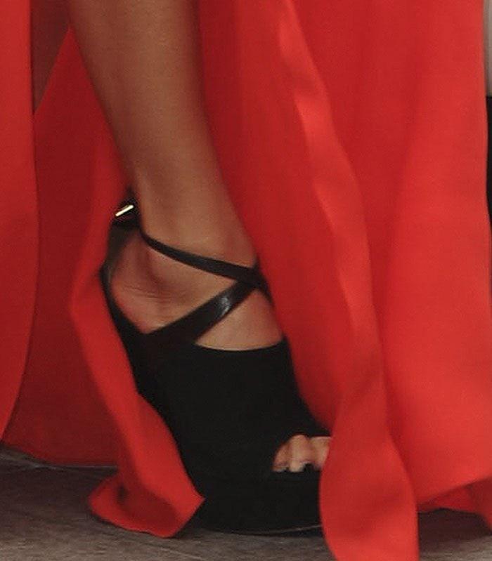 Nicole-Scherzinger-Aquazzura-Kaya-platform-sandals