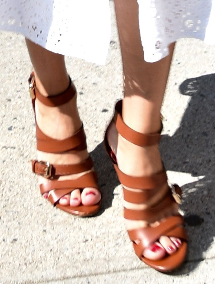 Olivia-Palermo-Manolo-Blahnik-strappy-brown-sandals