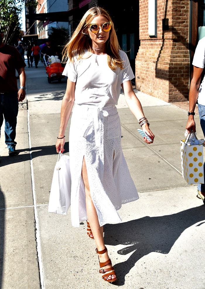 Olivia-Palermo-summery-all-white-ensemble-brown-strappy-sandals
