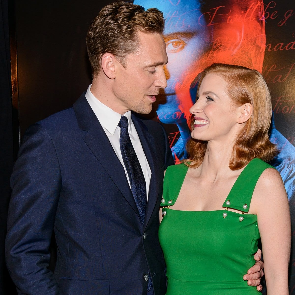 Jessica Chastin has denied dating Tom Hiddleston and insists she does not date other actors