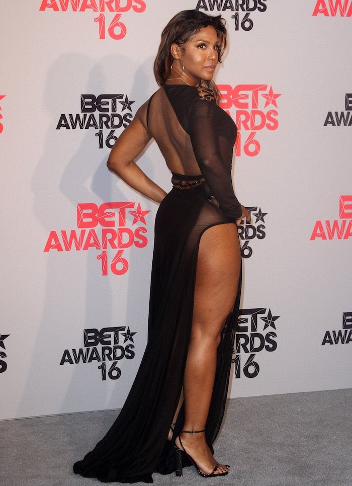 Toni Braxton in Bao Tranchi's Sideways gown for the BET Awards 2016 at the Microsoft Theatre in Los Angeles on June 26, 2016