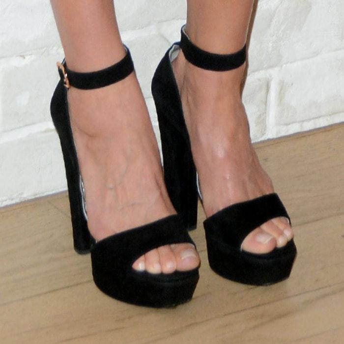 Elsa Hosk displayed her toes in platform sandals by Prada