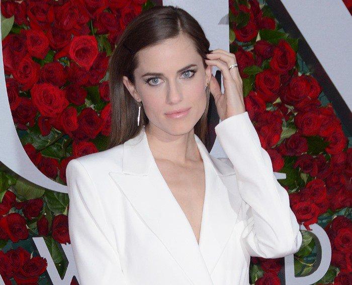Allison Williams accessorized withJennifer Meyer jewelry