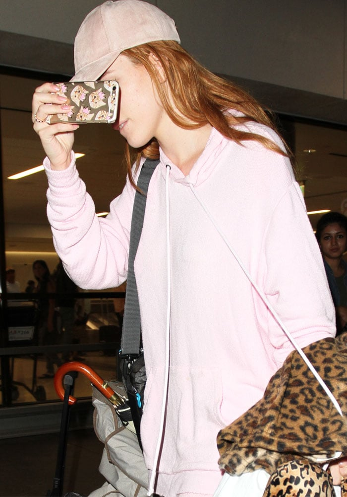 Bella Thorne LAX Sweats Suecomma Bonnie 1