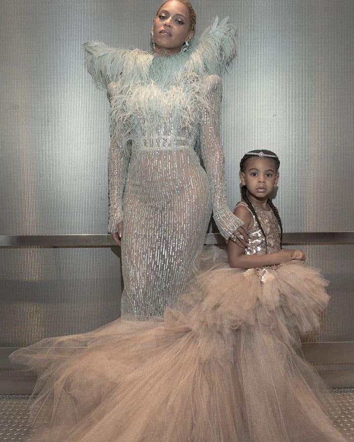Beyoncé uploads an elevator photo of the mother-daughter tandem on her Instagram