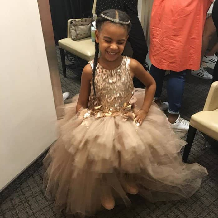 Blue Ivy has a case of the giggles backstage at the MTV VMAs