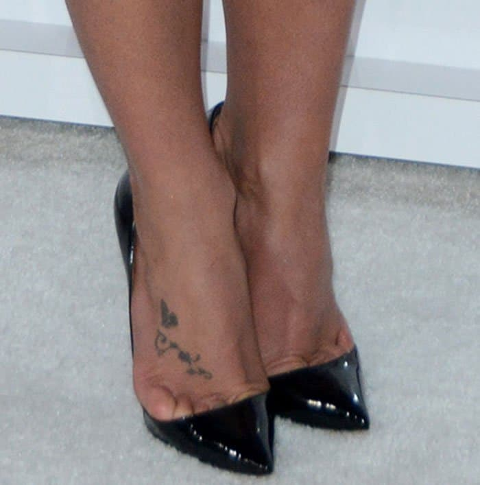 Britney Spearsshows brutal toe cleavage in black shoes