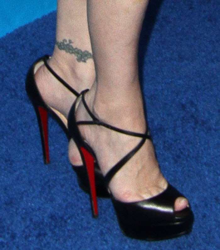 Courtney Love shows off her hot feet in Christian Louboutin shoes