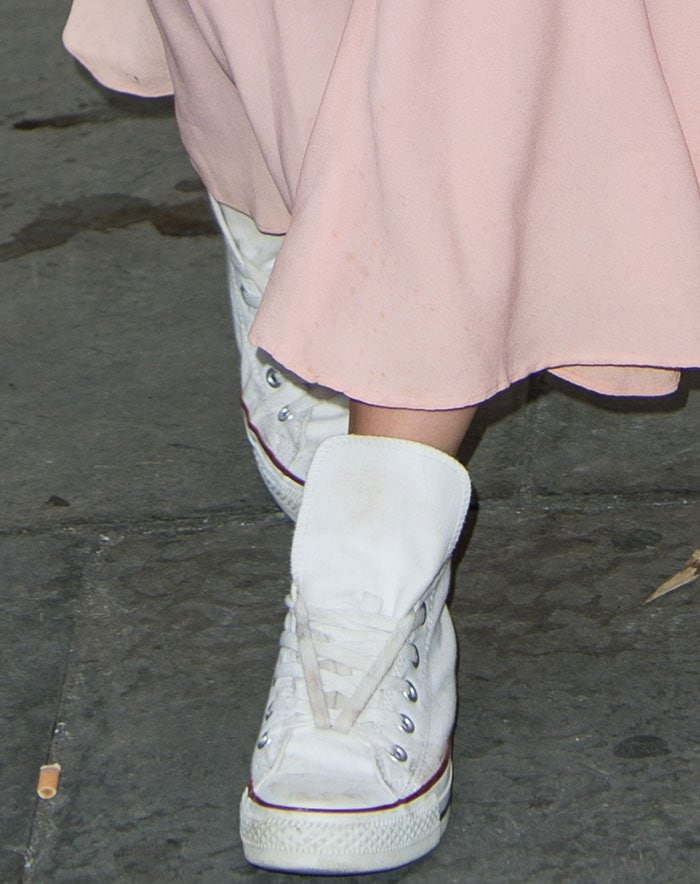Daisy-Lowe-white-Converse-sneakers