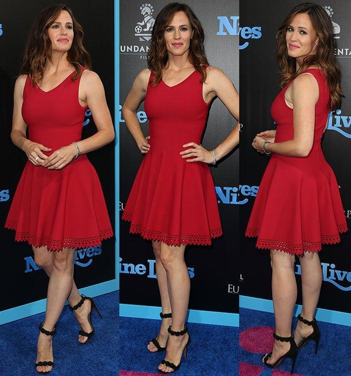 Jennifer-Garner-red-mini-dress-black-sandals
