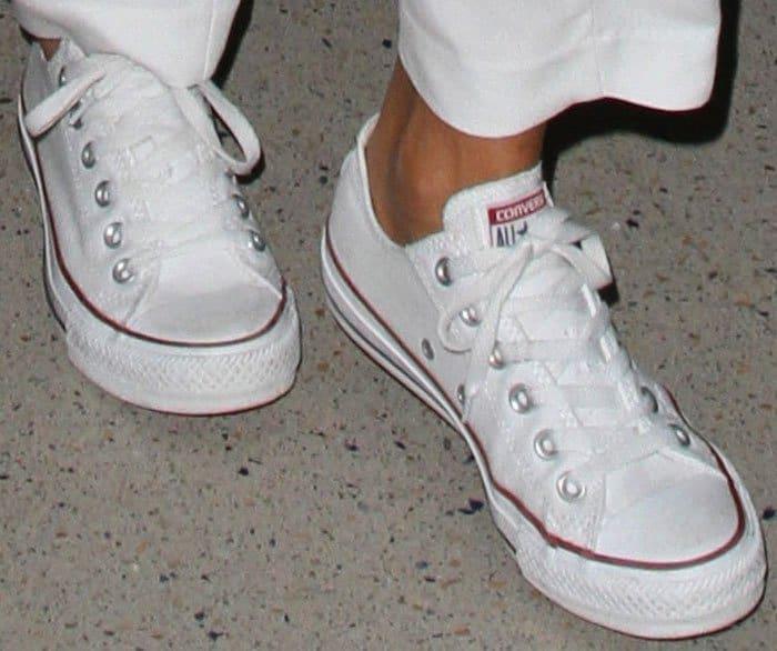 Jessica Alba LAX Converse 2